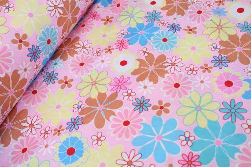 Daisy Shapes 100% Cotton Fabric (per meter)